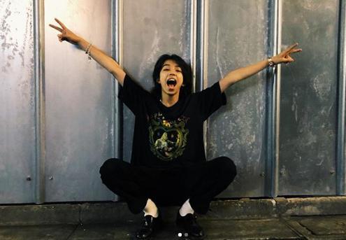 YOSHI モデル 英語 俳優 親
